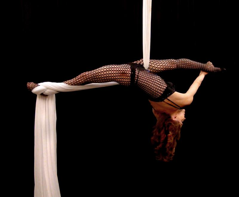 Aerial Silk Act, Acrobatics on the Tissue/Fabric.